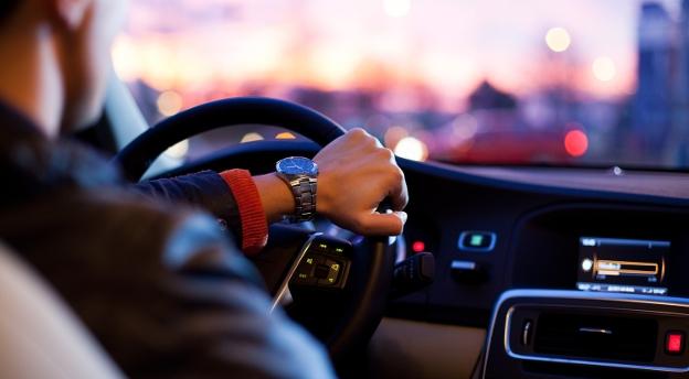 QUIZ. Chcesz zostać zawodowym kierowcą? Sprawdź, jaki pojazd do Ciebie pasuje!