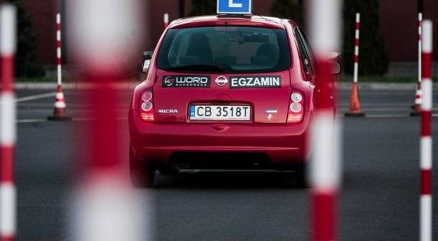 Czy zdałbyś egzamin na prawo jazdy? Rozwiąż test! [10 PYTAŃ]