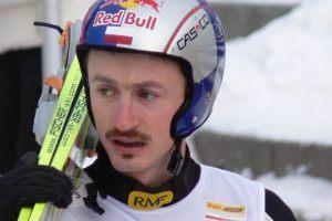 W sezonie 2000/2001 Adam Małysz zwyciężył w 49. Turnieju Czterech Skoczni. Drugiego w klasyfikacji Janne Ahonena wyprzedził o rekordowe...