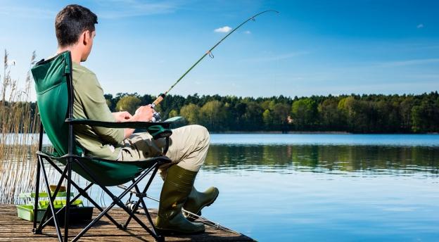 Chcesz legalnie łowić ryby w Polsce? Sprawdź, czy zdałbyś na kartę wędkarską! [TEST]