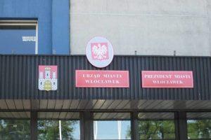 Urząd Miasta we Włocławku mieści się przy ulicy?